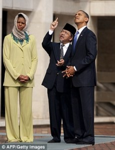 251FFD7700000578-0-Some_in_the_Muslim_world_criticized_Mrs_Obama_for_not_wearing_a_-m-4_1422457031304