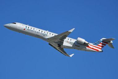 800px-bombardier_crj-702_'n546ff'_american_eagle_(14192211342)