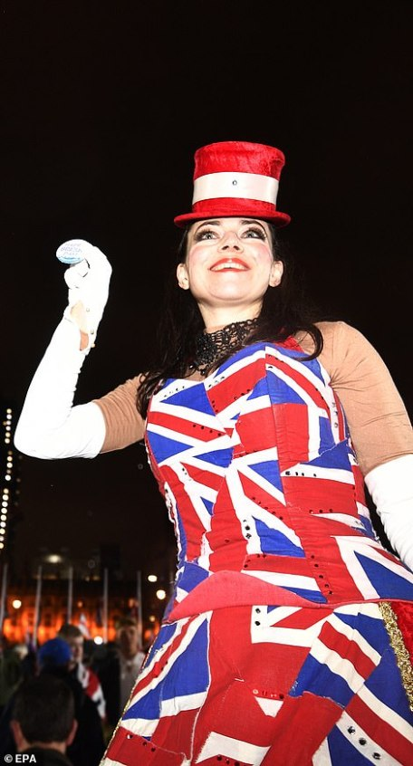 24147002-7954031-A_woman_wearing_a_Union_Jack_dress_celebrates_in_London-a-60_1580526019326